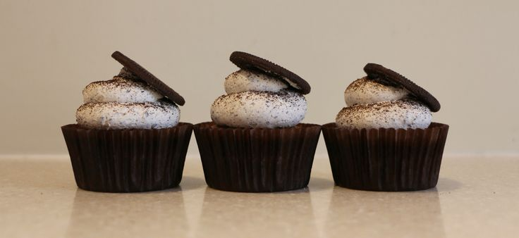 Oreo and vanilla cupcakes, with Oreo buttercream
