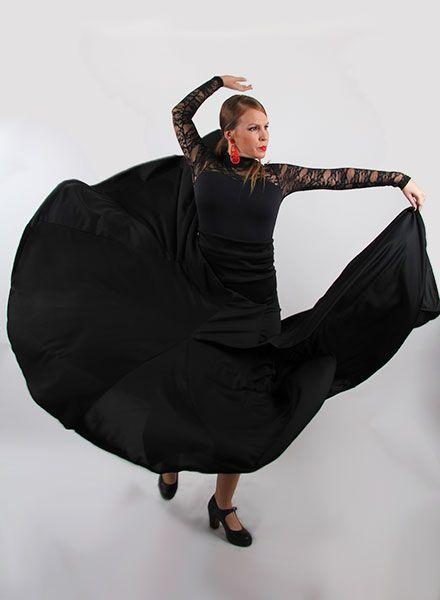Faldas de Flamenca de ocho godet de cintura alta negra, con un gran vuelo. Este modelo de faldas flamencas están disponible en punto de seda en diferentes colores lisos. Son ideales para academias de baile de flamenco. Moda flamenca 2015 El Rocío. Fabricado en España. http://www.elrocio.es/faldas-flamencas-mujer/2180-faldas-flamencas-8-godet-alta.html
