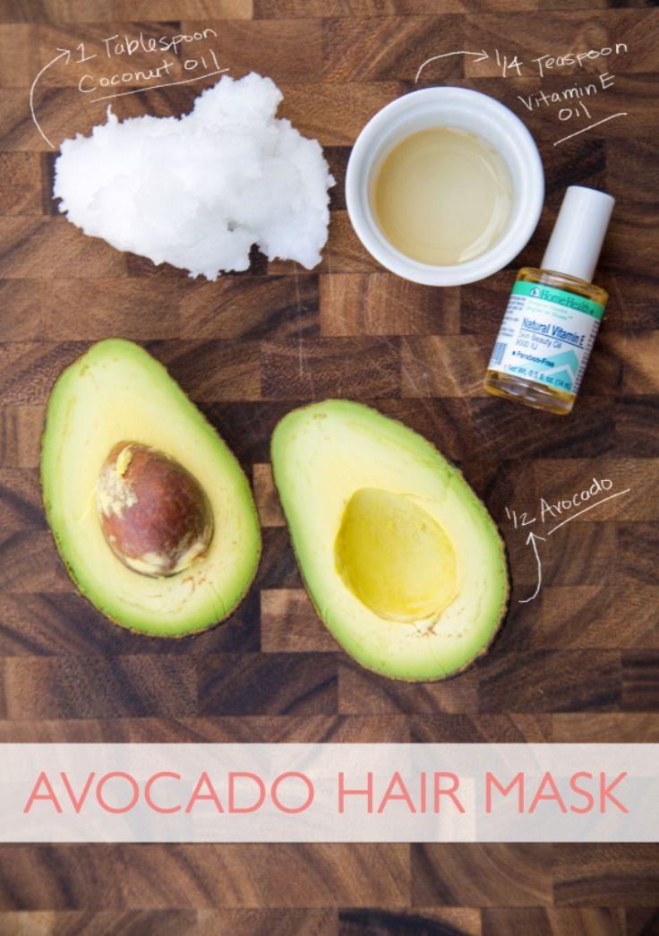 Maak een heerlijk avocado-masker voor je haar! Daar wordt het weer lekker zacht van.