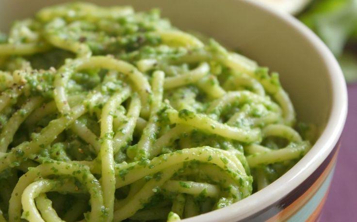 Recetas veganas: pasta de crema de aguacate y arúgula