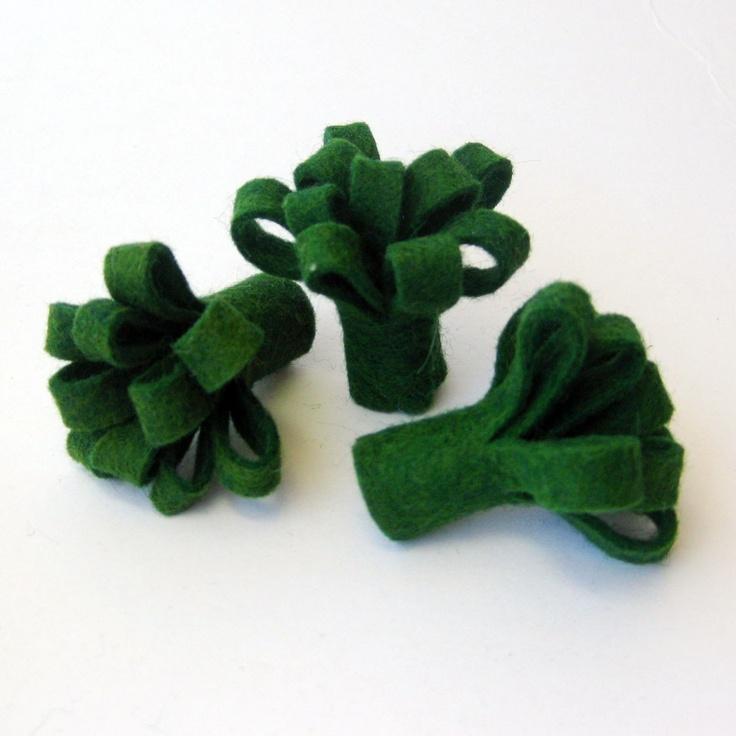 Felt Play Food Broccoli and Cauliflower Vegetable Toy. $9.00, via Etsy.