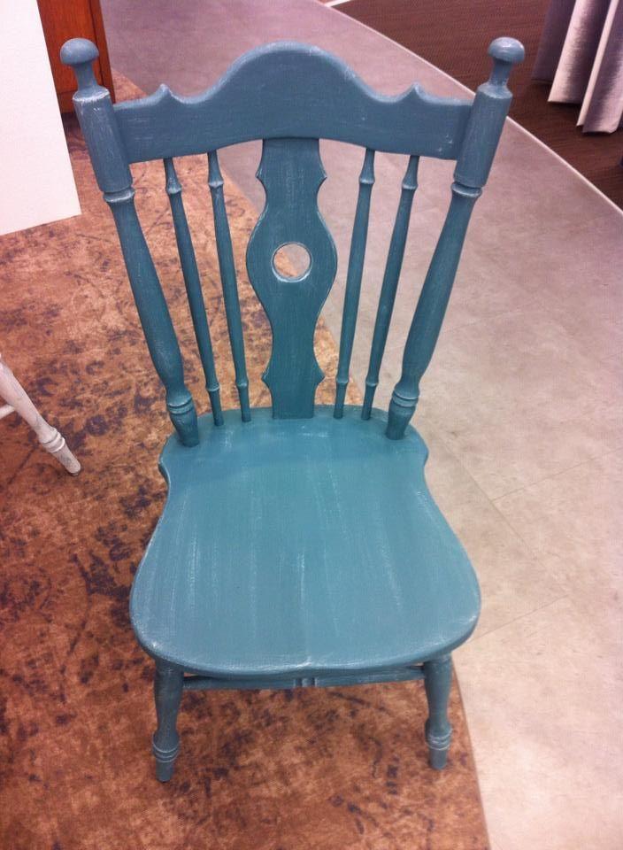 Een van onze nieuwe stoelen van ons nieuwe rustieke inspiratieplein, wil jij je stoel ook zo pimpen doe dit dan met onze Mia Colore Krijtverf!