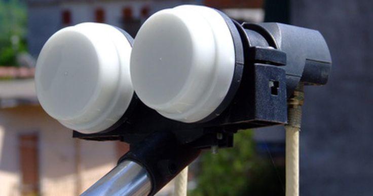 ¿Qué es un satélite LNB y cómo funciona?. El convertidor de bloque de bajo ruido (low noise block ó LNB) de una antena parabólica recibe y amplifica la televisión, la radio o la señal de datos antes de enviarlos por el cable de salida de tu receptor de satélite.