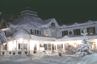 The Vermont Inn with giant fireplaces and sleigh rides would make a romantic winter vacation! <3