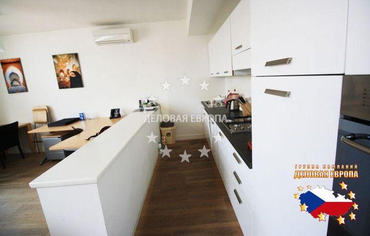 НЕДВИЖИМОСТЬ В ЧЕХИИ: продажа квартиры 3+КК, Прага, Italská, 420 000 € http://portal-eu.ru/kvartiry/3-komn/3+kk/realty194/  Продается квартира 3+КК площадью 104 кв.м в районе Прага 2 – Винограды стоимостью 420 000 евро. Квартира состоит из гостиной, спальной комнаты, прихожей, ванной комнаты с душем и кухни, которая оборудована бытовой техникой. Квартира находится на 5 этаже и оснащена видеозвонком и системой климатизации. В душе лежит мраморная плитка. Дом был полностью реконструирован…