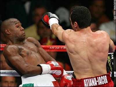 Mayweather's outstanding skill gets the best of De La Hoya.