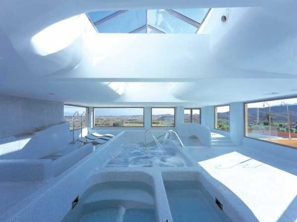 Balnearios en Almería para mayores de 55 años. Balnearios especializados en hidroterapia, salud, belleza y bienestar para mayores de edad y discapacitados.