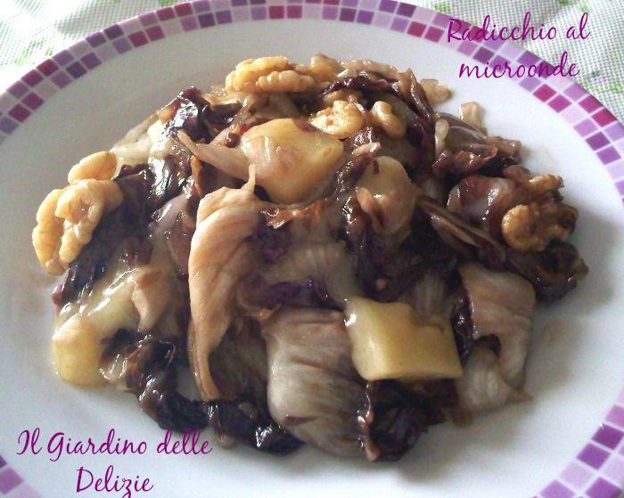 Radicchio e noci al microonde, altra ricettina veloce e gustosa, arricchita da gustoso formaggio e noci, un ottimo contorno.