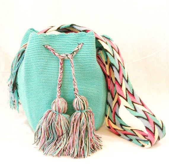 INSPIRATION : crochet mini bag. Wayuu Colombia bag - great colors