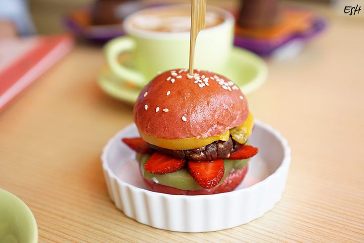 Nutella Burger – Cake A Boo/ Photo Source: eshtravaganza