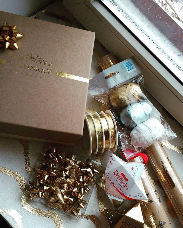Christmas is coming! #christmas #xmas #christmasdecorations #christmaspreparations #raffaello #ferrerorocher #organique #organiquecosmetics