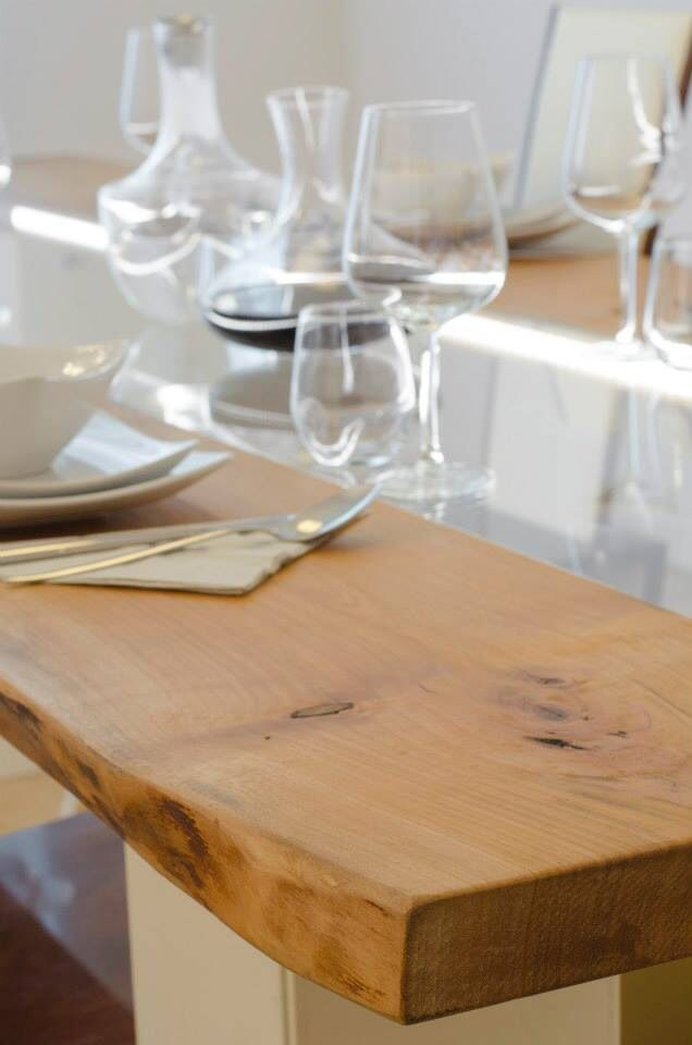 Particolarità del legno, cedro del libano, una delle tante essenze in cui può essere prodotto il tavolo