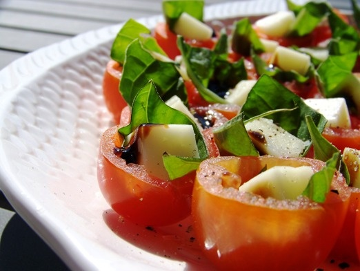 Bite-Sized Caprese Salad Appetizers: Time Food, Food Ideas, Caprese Salad, Simple Cooking, Salad Cups, Bites S Caprese, Parties Ideas, Parties Time, Salad Appetizers