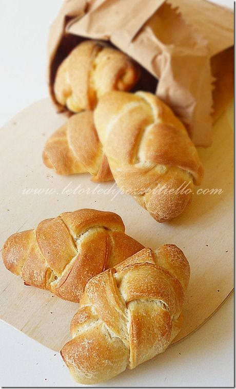 Le Torte di Pezzettiello e non solo...: Panini intrecciati cotti su pietra refrattaria