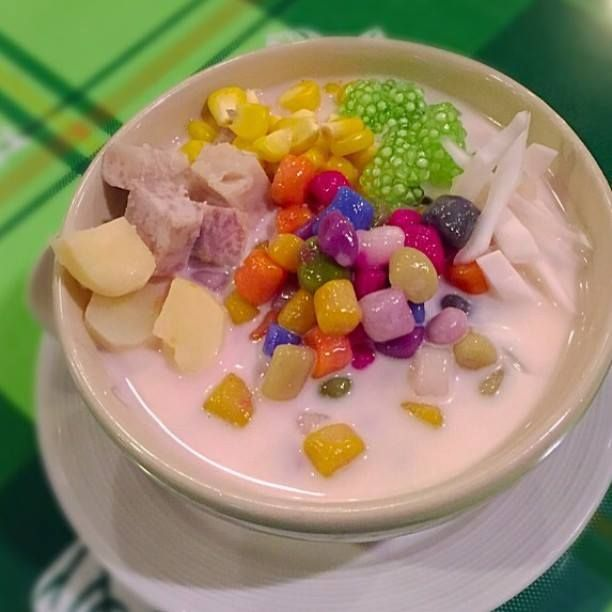 Has anybody ever tried this awesome Asian dessert? All colors here are made with natural organic food colors wow!