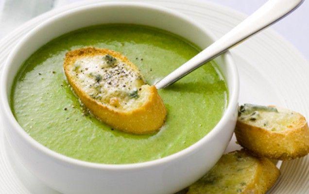 Μπροκολόσουπα βελουτέ - ICOOKGREEK - Ξεχωριστή σούπα βελουτέ με μπρόκολο και παρμεζάνα