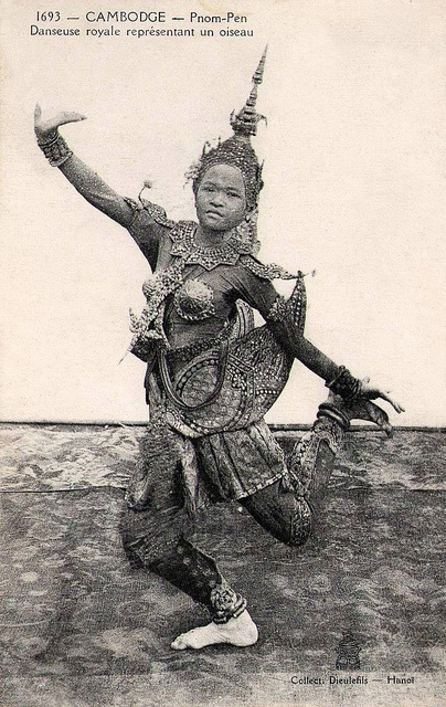 bend and balance, beautiful...why don't we have such marvellous toppers?...Cambodge, Phnom-Pen. Royal Dancer
