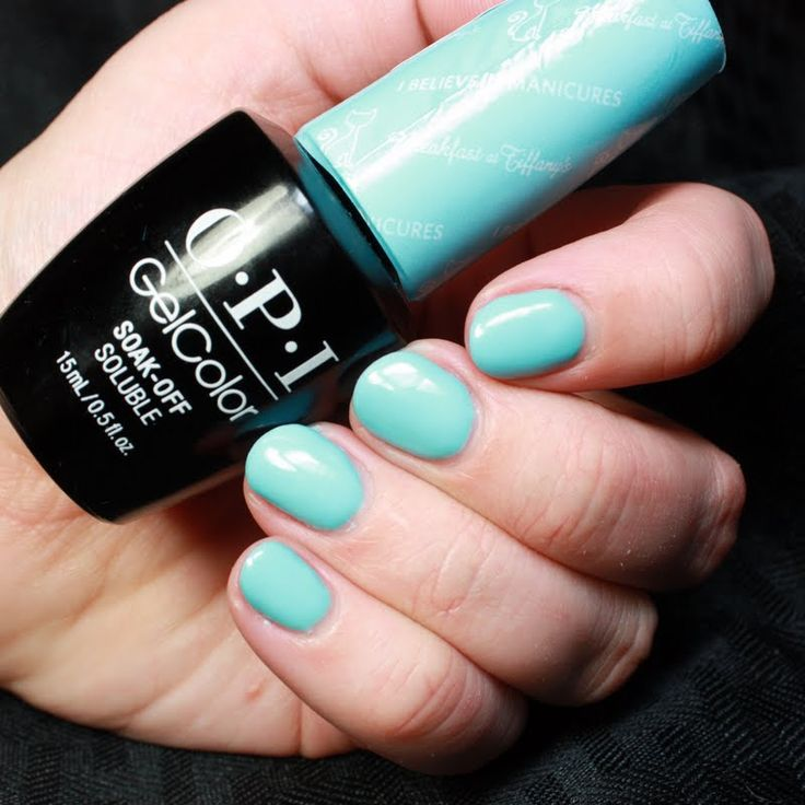 Christian treats her nails to her gifted OPI #MyBreakfastAtTiffanys GelColor in I Believe in Manicures, she received this salon-only shade as part of the Preen.Me VIP program. Click through to see it up close.