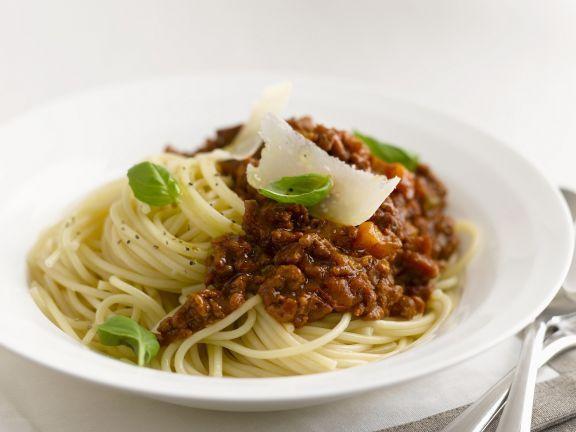 Pasta mit Hackfleischsoße (Bolognese) ist ein Rezept mit frischen Zutaten aus der Kategorie Klassische Sauce. Probieren Sie dieses und weitere Rezepte von EAT SMARTER!