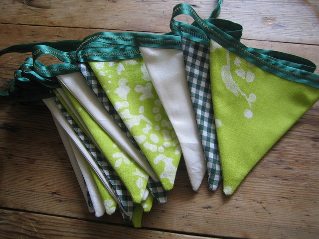 green bunting.: Minis Holiday, Green St, Celebrities Spring, Green Buntings, St Patricks