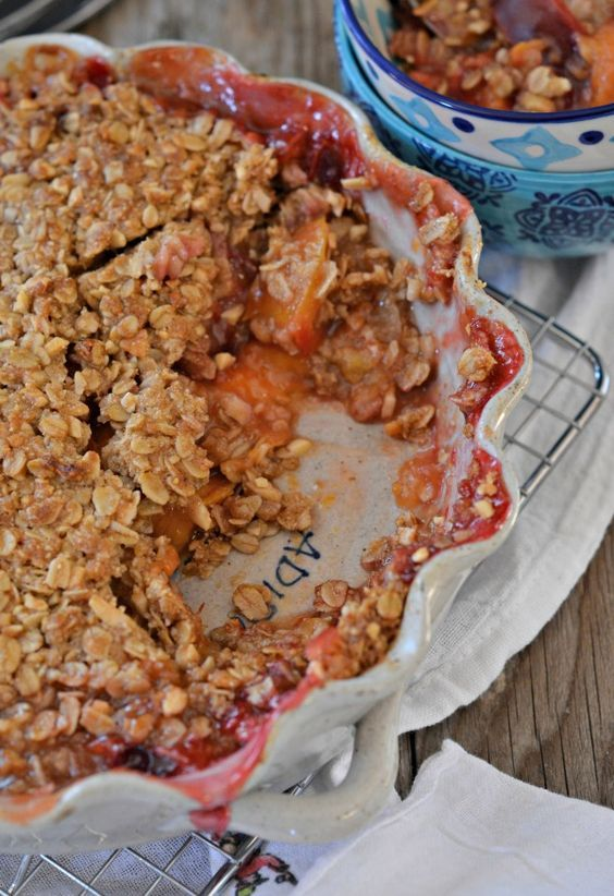 This Peach Plum Crisp has a gluten free, almond topping. It's so good it doesn't need ice cream or whipped cream! | mountainmamacooks.com