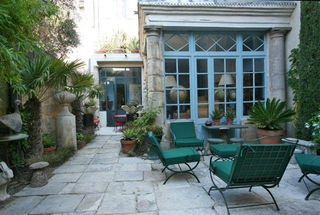 Camargue, Maison de vacances avec 3 chambres pour 3 personnes. Réservez la location 929954 avec Abritel. Dans ancien Hôtel Particulier Loft de 110 m2 Arles pour 2 personnes