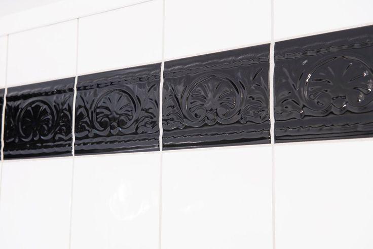 Å male fliser er en rask og rimelig måte å forandre på interiøret. Du kan velge blant et stort vell av farger, og skjule uønsket dekor på en enklere måte en å rive og flislegge på ny. Behandlingen må imidlertid anes som en midlertidig løsning, for det er ingen garantier for at det vil vare over tid.