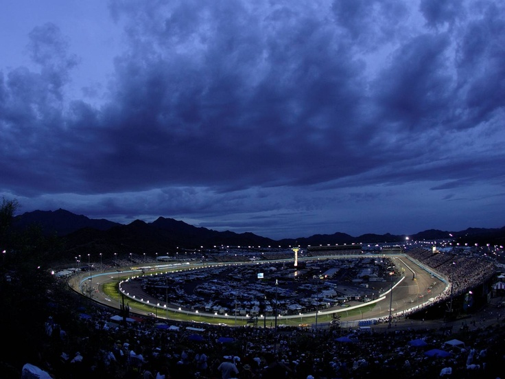 It looks peaceful ... but at this moment Phoenix International Raceway was filled with an energetic crowd and engines so loud you could feel them rumble in your body.