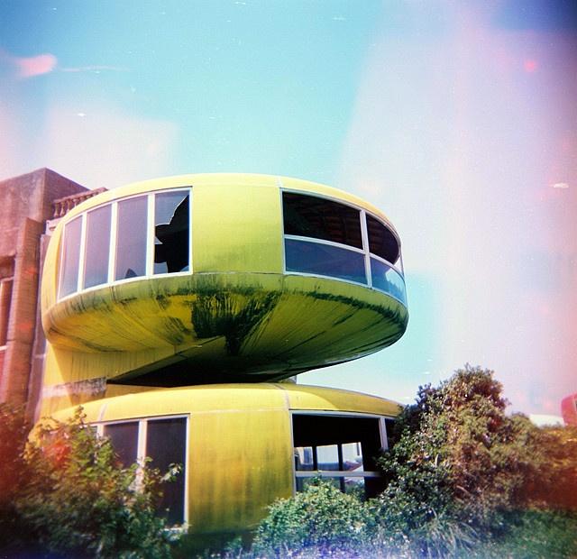 三芝的飛碟屋 Sanzhi UFO House, Taiwan  (Holga 120)