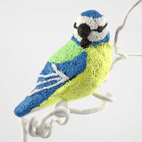 13051 Een papier-maché vogel bedekt met Foam Clay