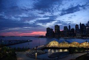 """Crépuscule sur la ville de New York  (1463 visites, score 3.01) Sur le thème """"la nuit"""" ou """"la nuit dans tous ses états"""". Paysage urbain: Crépuscule sur la ville..."""