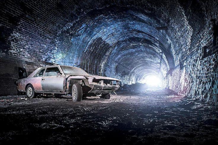 Urbex – Il découvre des voitures anciennes dans les souterrains de Liverpool