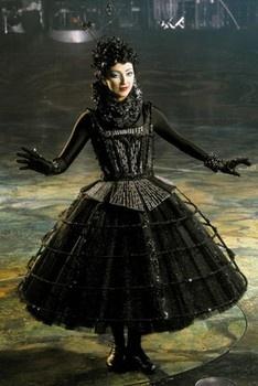 "Black Singer Cirque du Soleil ""Alegria"""