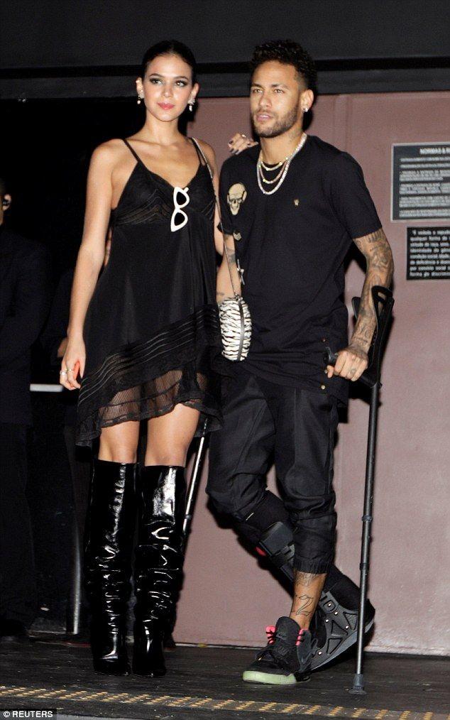 Neymar S Girlfriend Bruna Marquezine Flaunts Her Enviable Figure Neymar Girlfriend Neymar Neymar Brazil