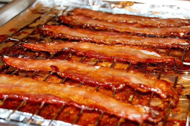 Candied bacon!: Spicy Bacon, Pigs Candy, Brown Sugar, Sugar Bacon, Candy Bacon Oh, Bacon Yummm, Bacon Recipe, Candy Bacon I, Bacon Sound