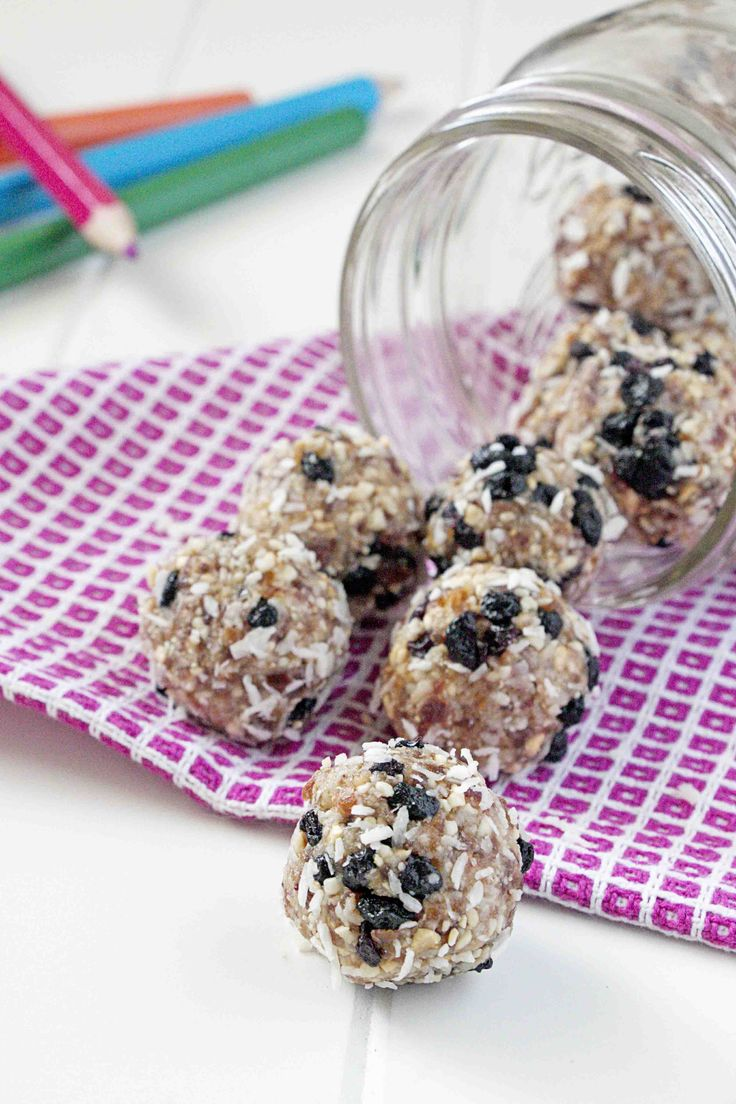 Cashew Coconut Blueberry Energy Bites are the perfect snack on-the-go! #blueberries