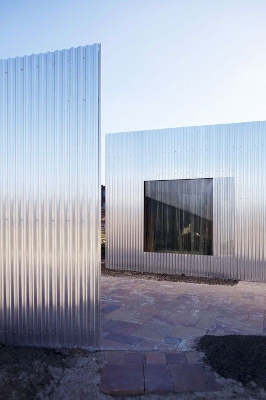 Atelier van Wengerden, Rebel House. Corrugated aluminium sheeting, corrugated polycarbonate sheeting.
