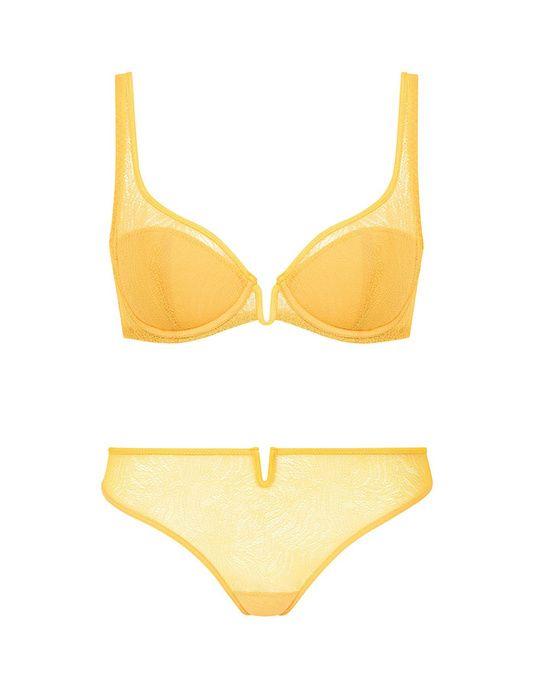 Un ensemble jaune