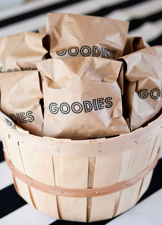 tutorial: how to print on paper bagsGoodies Bags, Bags Tutorials, Bags Prints, Prints Tutorials, Paper Bags, Diy Custom, Custom Prints, Parties Bags, Prints Paper
