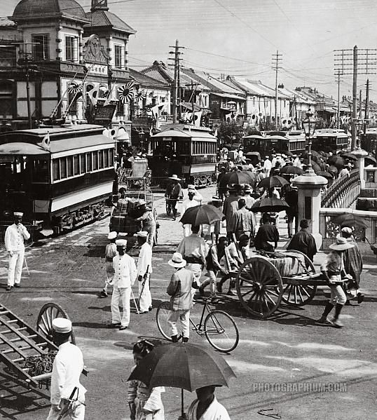 Traffic congestion on busy street of Tokyo, Japan. 1905