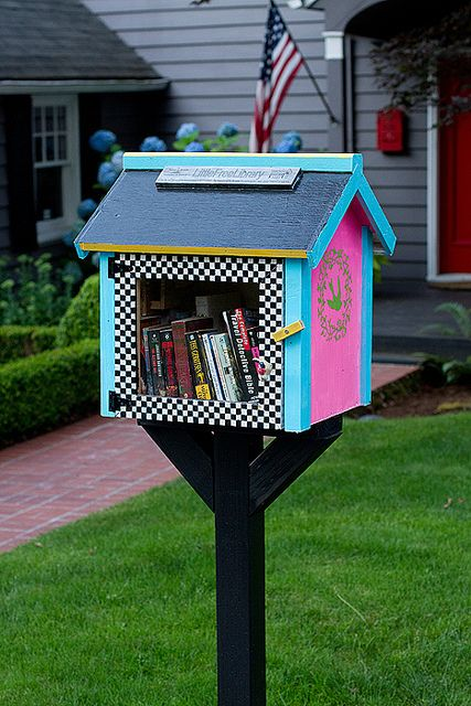 little free libraries...LOVE this idea! I can see one out by my mail box with a bench near by...