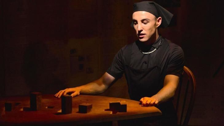 Ben Gerrard performs 35 roles in <em>I Am My Own Wife</em> to tell the story of homosexual transvestite Charlotte von Mahlsdorf.