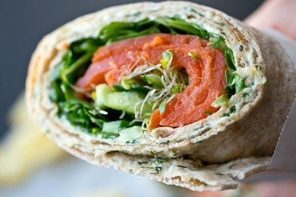 Ролл из лаваша с копченым лососем и овощами » Кулинарные рецепты