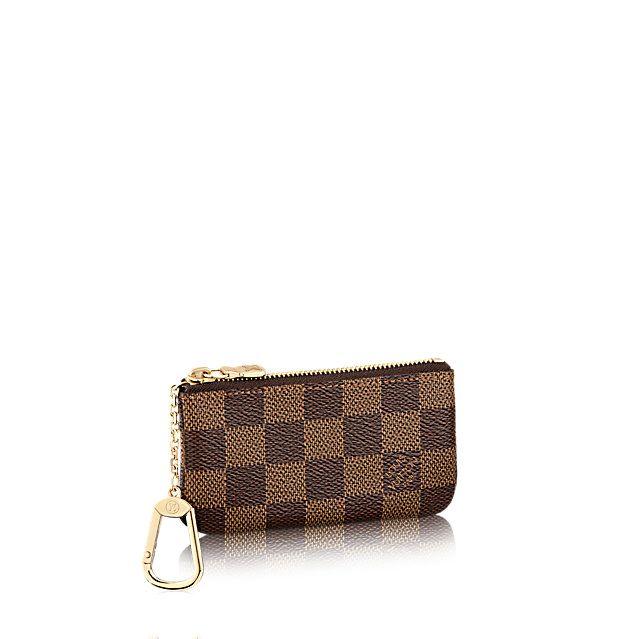 Entdecken Sie Schlüsseletui  Diese Pochette aus Damier Canvas bietet Platz für Kleingeld und Schlüssel und passt leicht in jede Jacken- oder Handtasche.