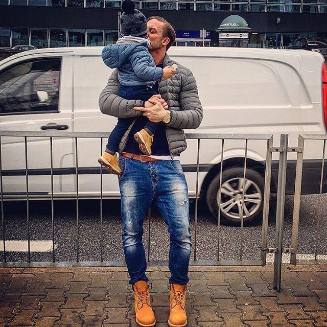 Buuuuuuuziak 😘😍❤️ na koniec dnia liczy się tylko ona...Rodzina ❤️✌🏻️ #projekt#modnytata #modny#tata#project #potd#picture #pictureoftheday #ootd #outfit #outfitoftheday #love#lovemylife #loveit #family #dad#son#father#relax#timberland @timberlandpolska @timberland @colmaroriginals #fashion #style#menstyle #menfashion