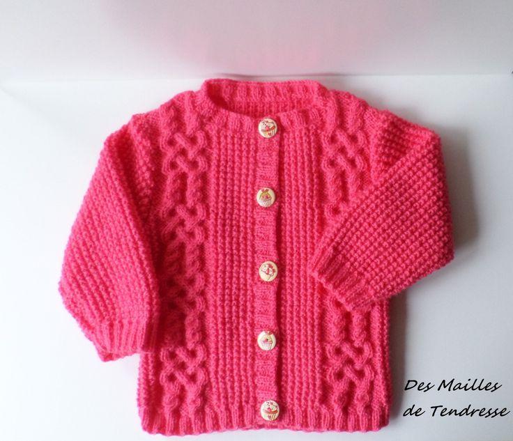 Gilet fille 2 ans fait main tricot mailles irlandaises rose vif en acrylique : Mode filles par des-mailles-de-tendresse