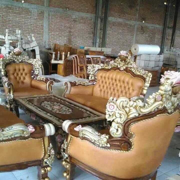 #sofamewah #sofaruangtamu #sofaruangtamumewah Produk griya ukir Jepara Jawa Tengah info harga please contact us on whatsapp 082331583274
