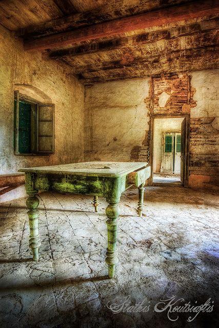Photo Mania Greece: Empty Rooms