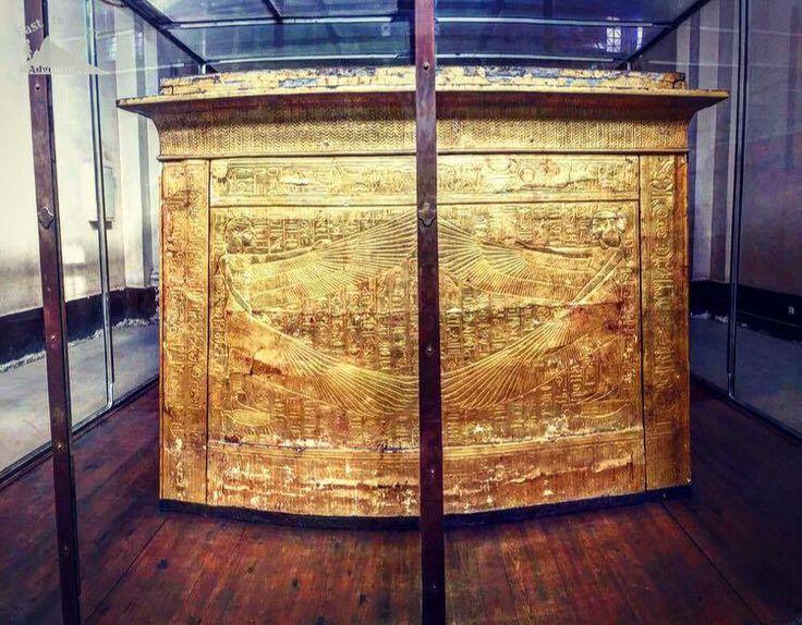 The Egyptian museum 💚 المتحف المصري  To know more about our weekend in Egypt check لمعرفة المزيد عن رحلتنا الى القاهرة يمكنك قراءة المدونة على الرابط  http://www.easttowestadventures.com/en/pyramids-for-a-weekend/ #easttowestadventures #egypt #egyptianmuseum #cairo #travelblogger #travelphotography