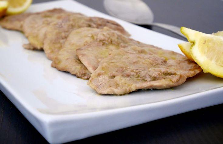 Le scaloppine al limone sono un classico dei classici, uno di quei piatti dal sapore sfizioso ma di facilissima e velocissima esecuzione, con cui non si fa